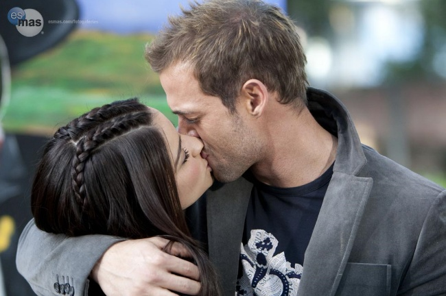 Resultado de imagen para William Levy besando